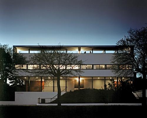 Weißenhofsiedlung Stuttgart Le Corbusier Doppelwohnhaus bei Nacht